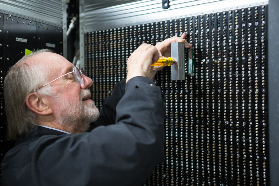 inserting a cordwood module in CDC 6500 at LCM